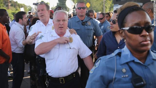 Renuncia el jefe del Departamento de Policía de Ferguson