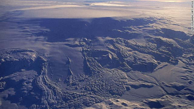 Icelandic volcano threatens air travel