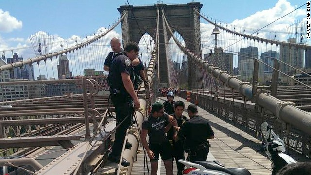 Man arrested for scaling Brooklyn Bridge