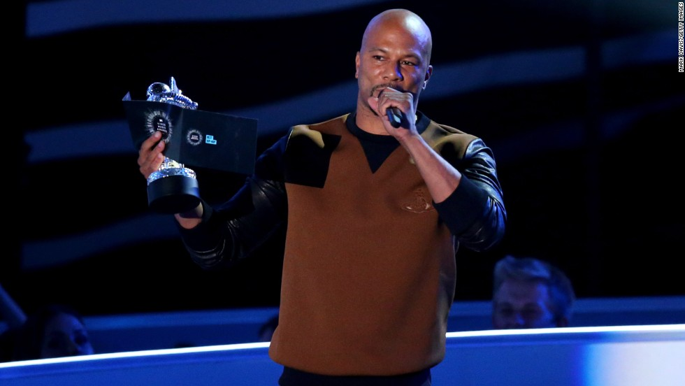 Common calls for a moment of silence for Michael Brown at the 2014 MTV Video Music Awards.