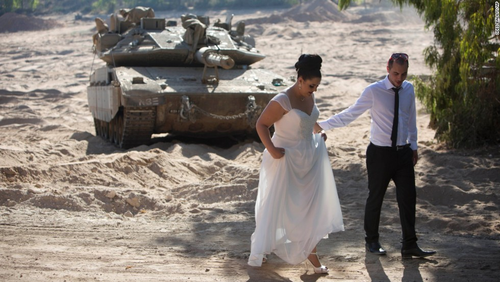 Israeli couple Noga and Moshiko Siho leave an army staging area after having their wedding photos taken near the Yad Mordechai kibbutz in Israel on Wednesday, August 27.