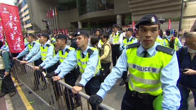 cnni dnt stevens hong kong rally _00013019.jpg