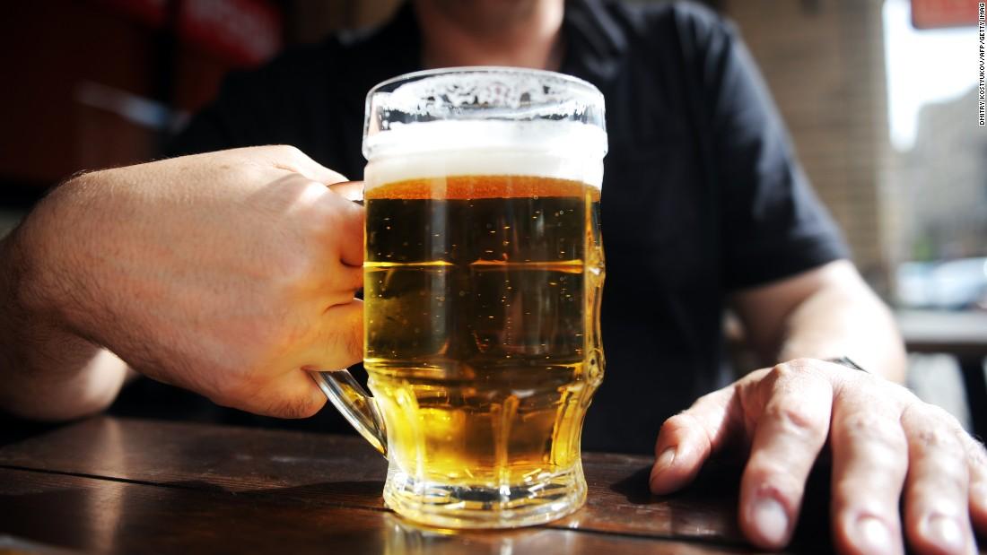 La intoxicación por alcohol mata a 6 personas al día en EE.UU.