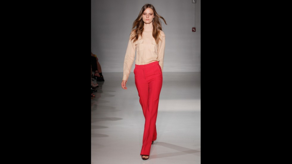 Jill Stuart stayed true to the spring's 1970s vibe with her runway show on September 6.