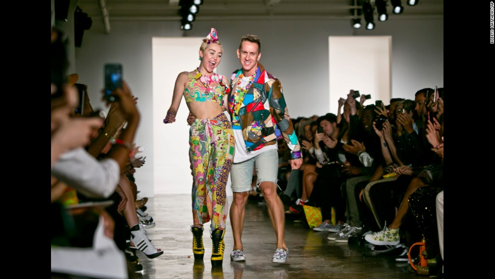 "Controversial pop star Miley Cyrus debuted her collaborative ""Dirty Hippie"" accessories line with Scott during the show, and sat front row."