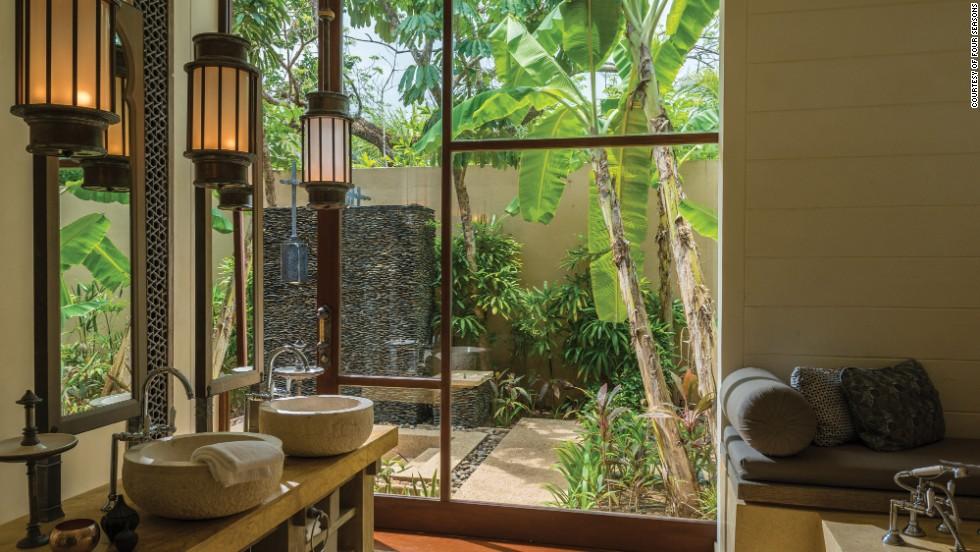 World S Splashiest Hotel Bathrooms Cnn Com