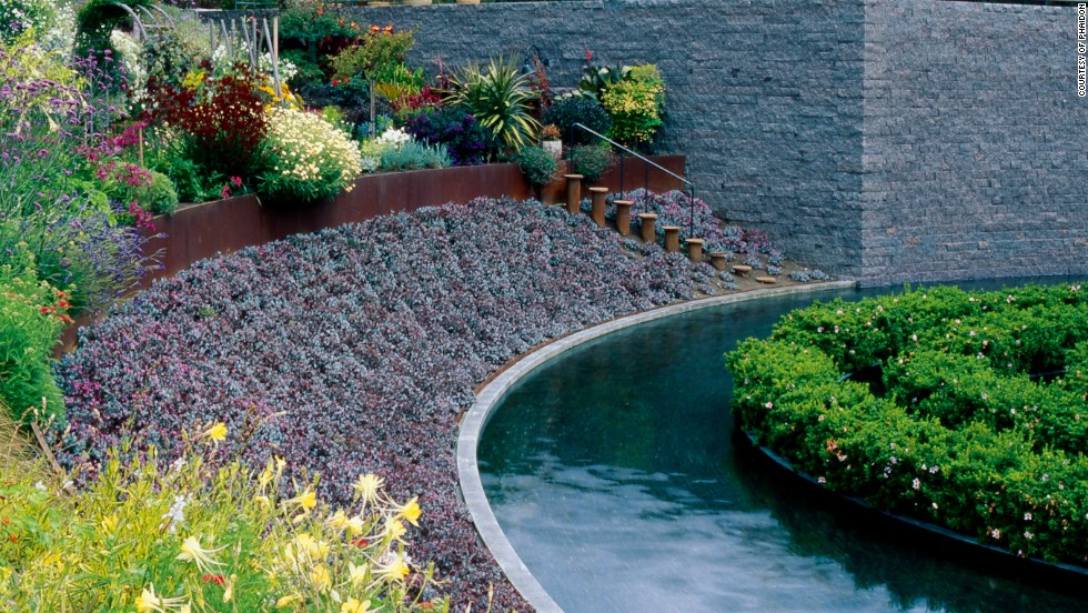 39 avant gardens 39 when art design and plants collide for Marriage garden design