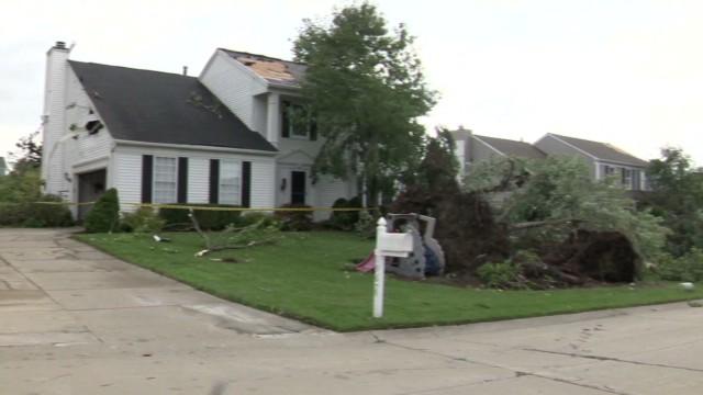pkg mi tornado hits neighborhood_00004225.jpg