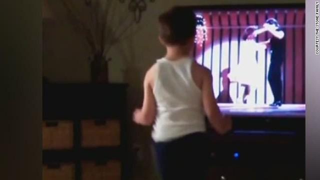 newday boy dances to dirty dancing movie_00000014.jpg