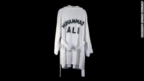 A boxing robe worn by Ali that belonged to outlaw country singer Waylon Jennings went up for auction in 2014. Jennings died in 2002.