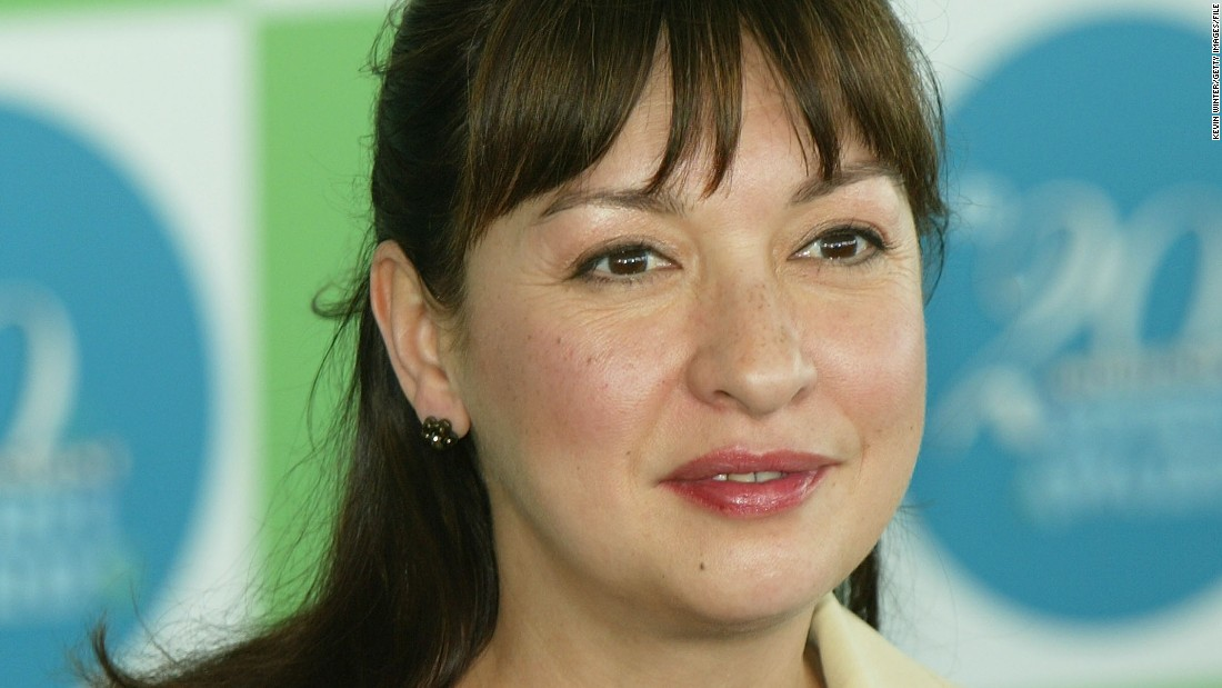 """Actress Elizabeth Peña <a href=""""http://www.cnn.com/2014/10/23/showbiz/elizabeth-pea-death/index.html"""">died Oct. 14, 2014</a>, at age 55 of cirrhosis of the liver. Peña was best known for her work on the television show """"Modern Family"""" as well as her work in such films as """"La Bamba"""" and """"Rush Hour."""""""