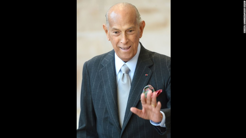"Fashion designer <a href=""http://www.cnn.com/2014/10/20/living/oscar-de-la-renta-death/index.html"" target=""_blank"">Oscar de la Renta</a> died on October 20, close friends of the family and industry colleagues told CNN. He was 82."