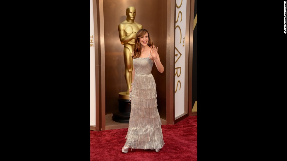 "Jennifer Garner looked stunning at the 2014 Oscars, thanks not in small part to the tiered, fringed de la Renta dress she wore. ""He always wanted women to be the star of the look,"" <a href=""http://entertainthis.usatoday.com/2014/10/21/jennifer-garner-revisits-her-last-oscar-de-la-renta-gown/"" target=""_blank"">Garner told USA Today</a> upon the designer's death. ""The sketches that he did for me at the Oscars last year, every single one of them he sketched my face in. It wasn't just a sketch of some dress — it was how it would be on me, specifically. I was so lucky to get to work with him and to know him even just a little bit."""