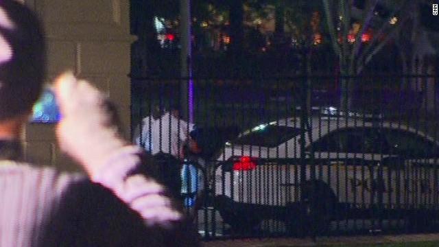 ac sot acosta white house fence jumper dogs_00001113.jpg