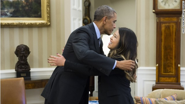 Ebola-free, Texas nurse meets with Obama
