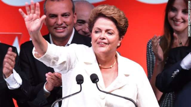 Re-elected Brazilian President Dilma Rousseff waves following her win, in Brasilia on October 26, 2014. Leftist incumbent Dilma Rousseff was re-elected president of Brazil, the country's Supreme Electoral Tribunal said, after a down-to-the-wire race against center-right challenger Aecio Neves. Rousseff, who had 51.45 percent of the vote with 98 percent of ballots counted, was declared the run-off winner. AFP PHOTO / EVARISTO SA