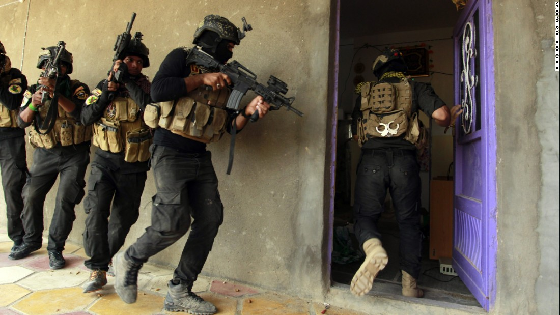Iraqi special army hunt a residence in Jurf al-Sakhar, Iraq, on Thursday, Oct 30, after retaking a area from ISIS.
