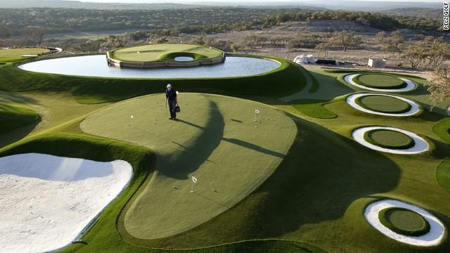 Un campo de golf inspirado en la era espacial