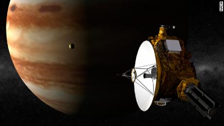 Sonda espacial de la NASA transmite su primera imagen a color de Plutón