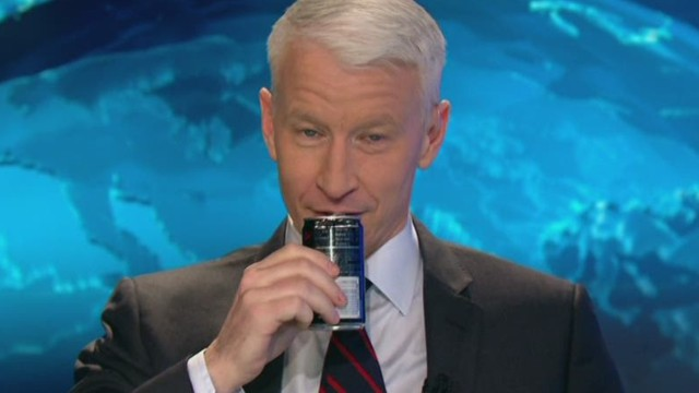 ac ridiculist anderson cooper candle pranked by staff_00020613.jpg