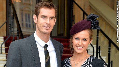 LONDON, ENGLAND - OCTOBER 17: Wimbledon champion Andy Murray and his long time girlfriend Kim Sears arrive at Buckingham Palace on October 17, in London, England. Murray will become an Officer of the Order of the British Empire (OBE) and receive his medal from the Duke of Cambridge. (Photo by John Stillwell - WPA Pool/Getty Images)