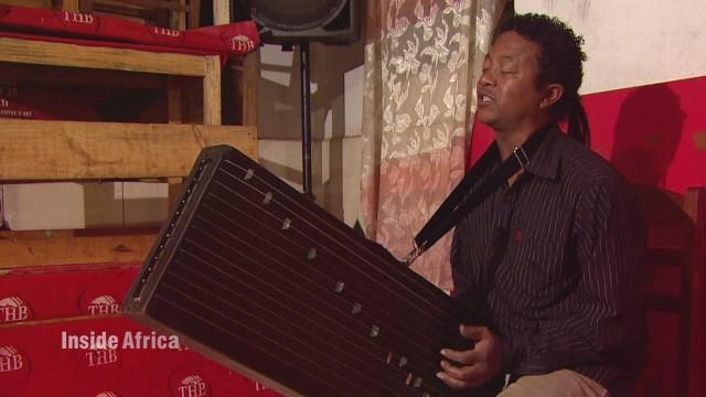 spc inside africa madagascar music a_00004615.jpg