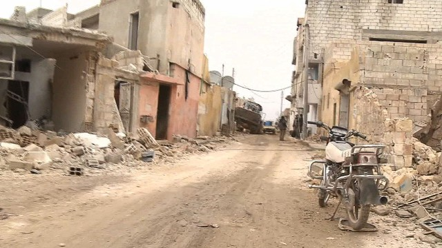 lok paton walsh syria kobani besieged_00011307.jpg