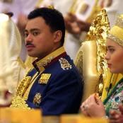04 World Monarchies