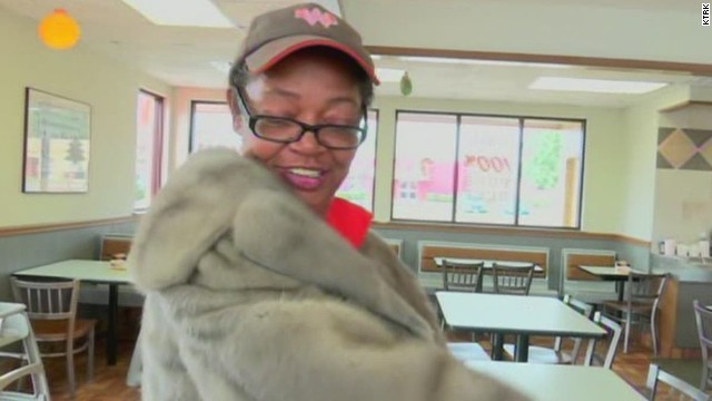 dnt tx woman gives away mink coat whataburger employee_00005723.jpg
