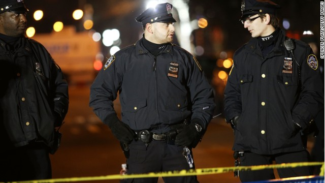 NYPD officers turn backs on NYC mayor