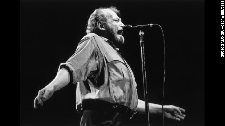 circa 1987:  English-born singer Joe Cocker performs on stage at Stadthalle in Vienna, Austria.  (Photo by Hulton Archive/Getty Images)