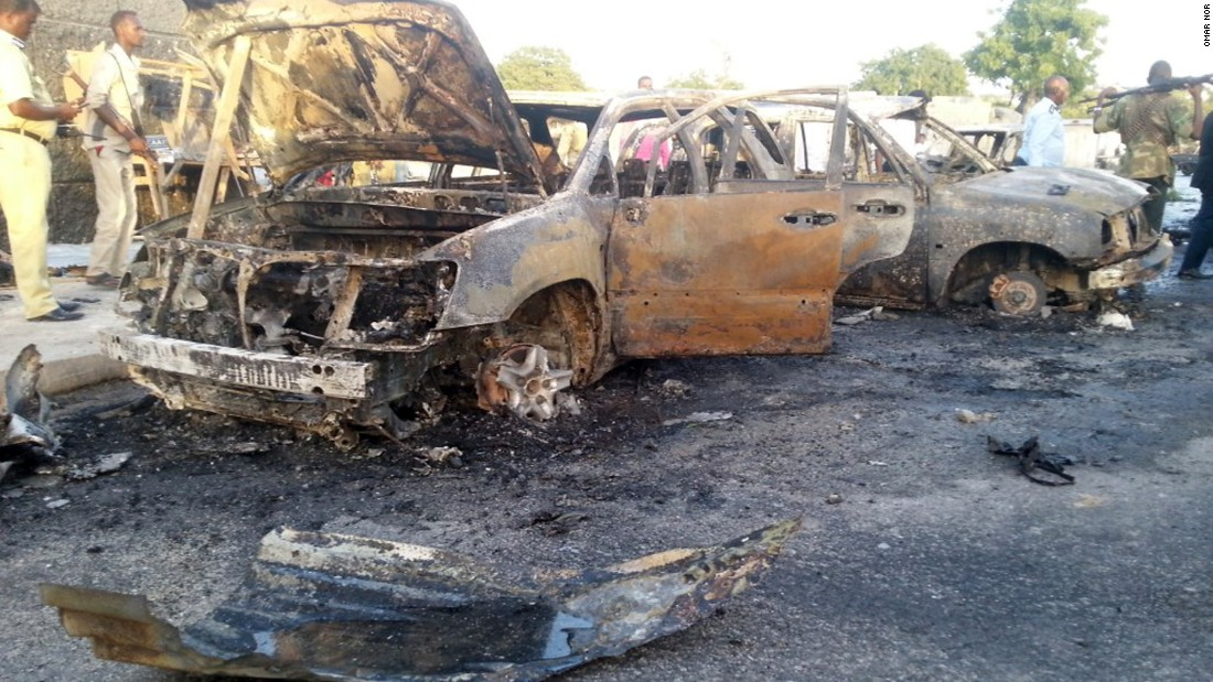 A suicide bomber rammed an explosive-laden vehicle into army convoy in Mogadishu, according to police in Somalia.