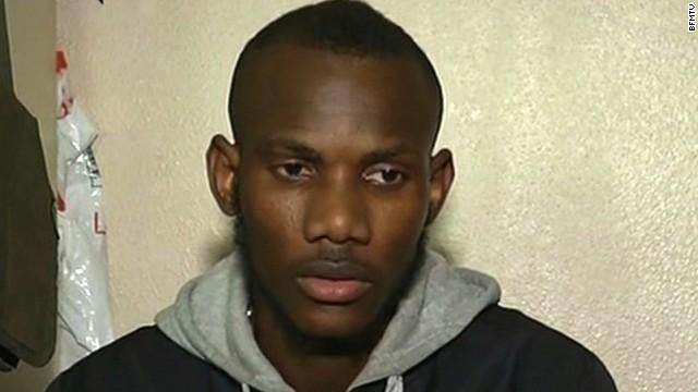 Musulmán salva varios clientes del súper escondiéndolos en el refrigerador