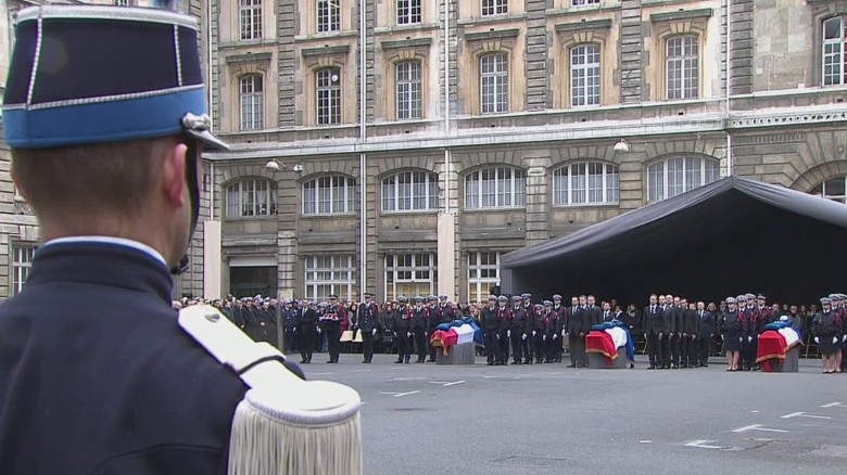vo france ceremony fallen police officers_00003713