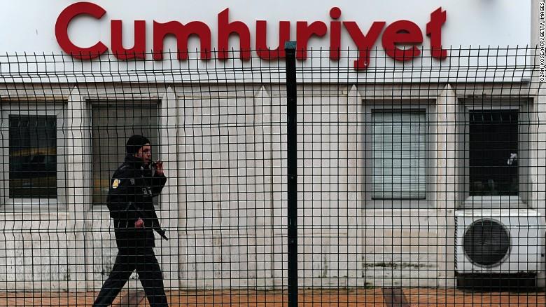 Turquía prohíbe los sitios web que reproduzcan la portada de Charlie Hebdo