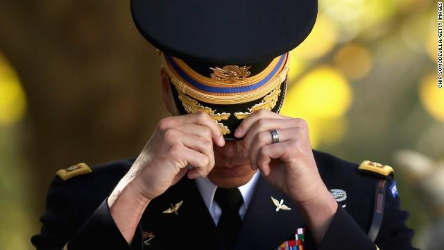 Familias de militares cambian sus vidas online tras las amenazas de ISIS en Twitter