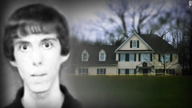 Derriban la casa en Newtown del asesino de la escuela Sandy Hook