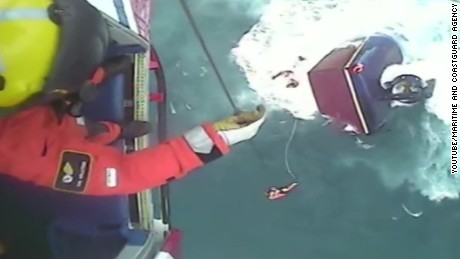 vosil british coastguard rescues irish fishermen Iuda Naofa_00001211.jpg