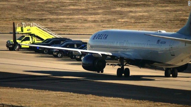 Dos F16 de EE.UU. escoltan aviones de pasajeros tras amenaza de bomba