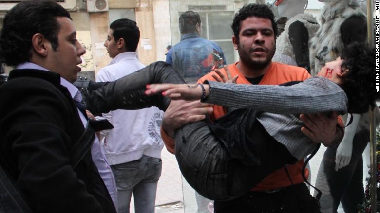16 muertos en protestas de homenaje por la revolución de Egipto