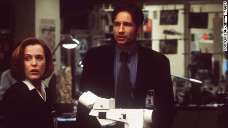 383551 03: Gillian Anderson and David Duchovny in 'The X-Files - The Movie.' (Photo by FOX/Liaison)