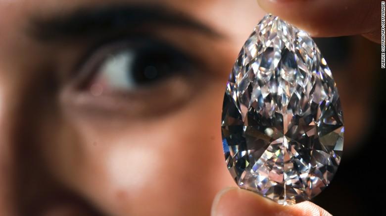 Una niña, sospechosa de robar un diamante de 4,6 millones de dólares