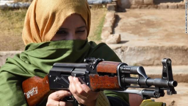 Tras la aterradora masacre, los maestros de Peshawar ahora llevan armas a la escuela