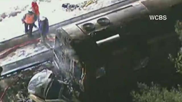 Al menos 7 muertos deja choque de un tren con dos autos en Nueva York