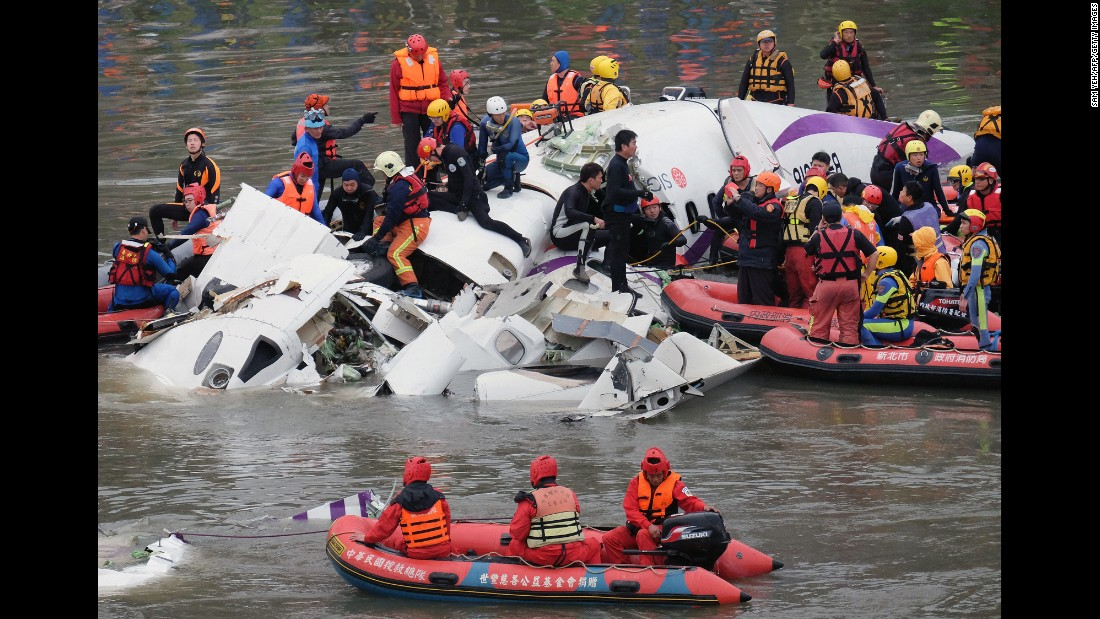 Rescue personnel search for passengers from the wreckage in the Keelung River in Taipei on February 4.