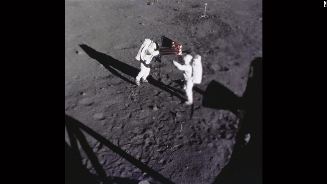 neil armstrong was left handed - photo #19