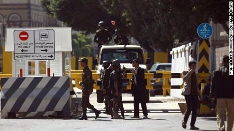 U.S. and UK pull embassy staff from Yemen