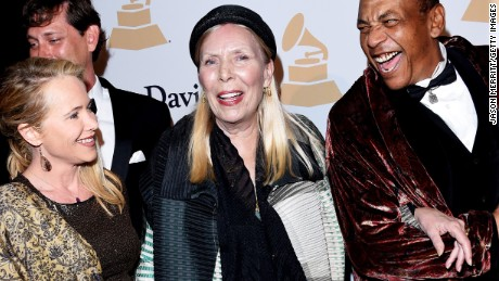 BEVERLY HILLS, CA - FEBRUARY 07:  Singer-songwriter Joni Mitchell (C) attends the Pre-GRAMMY Gala and Salute To Industry Icons honoring Martin Bandier at The Beverly Hilton Hotel on February 7, 2015 in Beverly Hills, California.  (Photo by Jason Merritt/Getty Images)