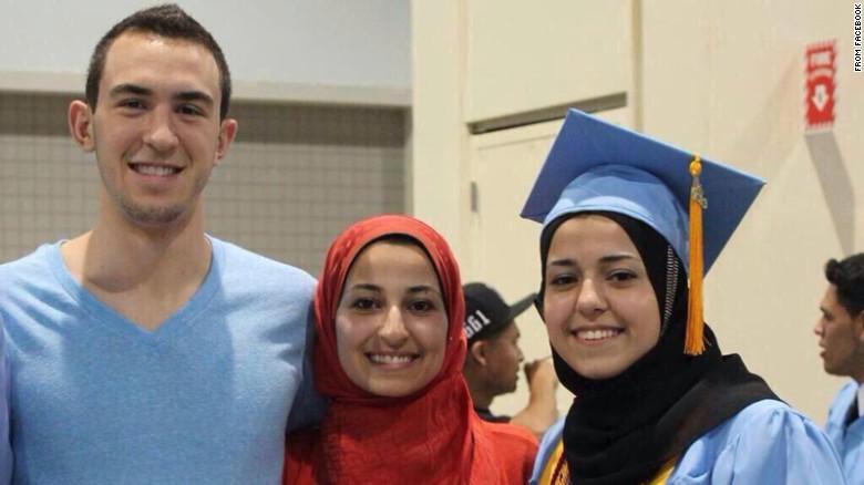 Asesinan a tres estudiantes musulmanes en un apartamento en Carolina del Norte