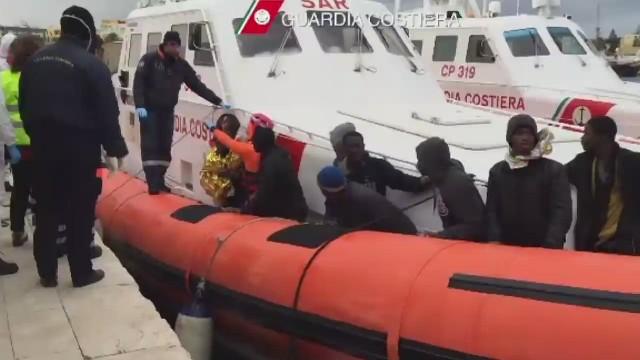 Peligro y desesperación en el Mediterráneo mientras crece flujo de inmigrantes a Italia